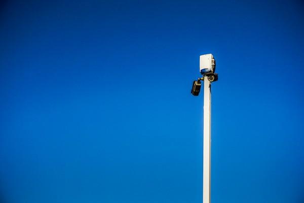 vidéo surveillance - mât avec caméra