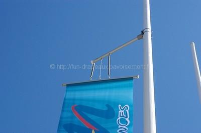 mât de drapeau avec potence
