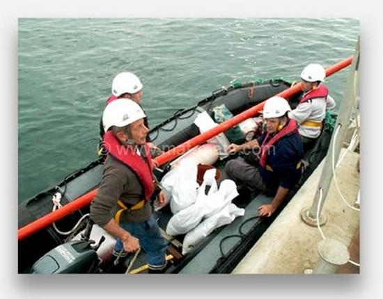 quatres hommes et la mer avec espars