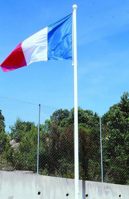 Mât pour drapeau en fibre de verre avec le pavillon France